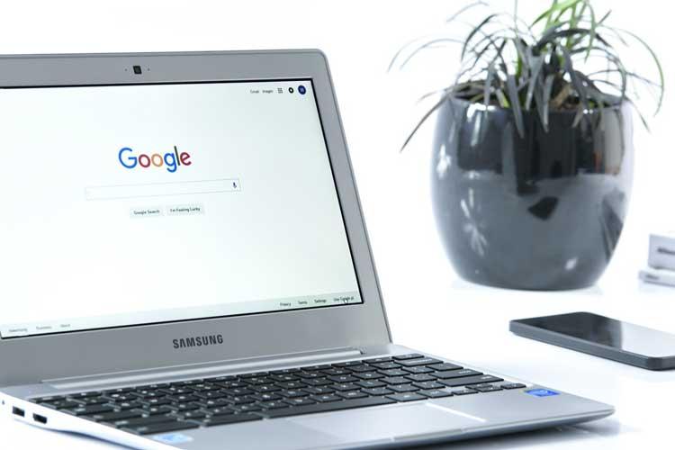 Laptop-Googlesuche-Suchmaschinenmarketing
