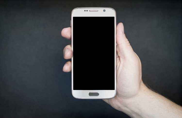 smartphone-einzeln-in-der-Hand