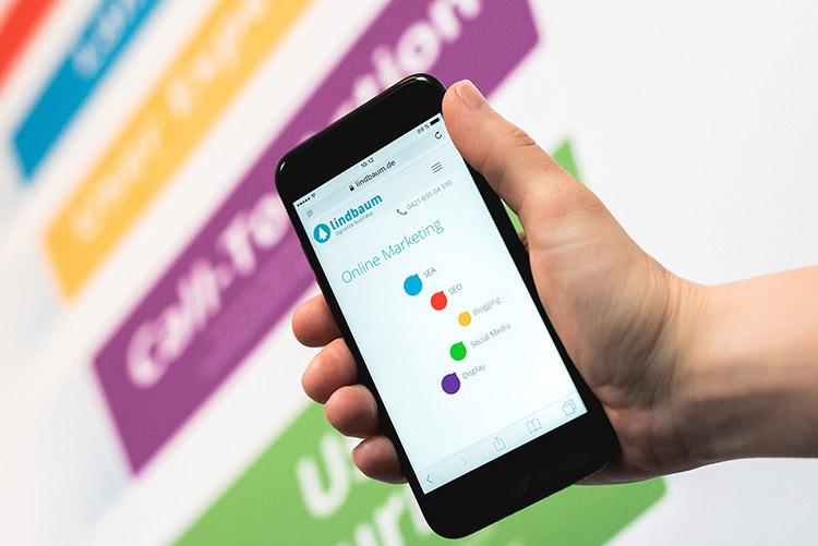 Dadurch, dass Google von nun an zuerst den Mobile-Index prüft, werden Webmaster und Shopbetreiber vor neue Herausforderungen gestellt.
